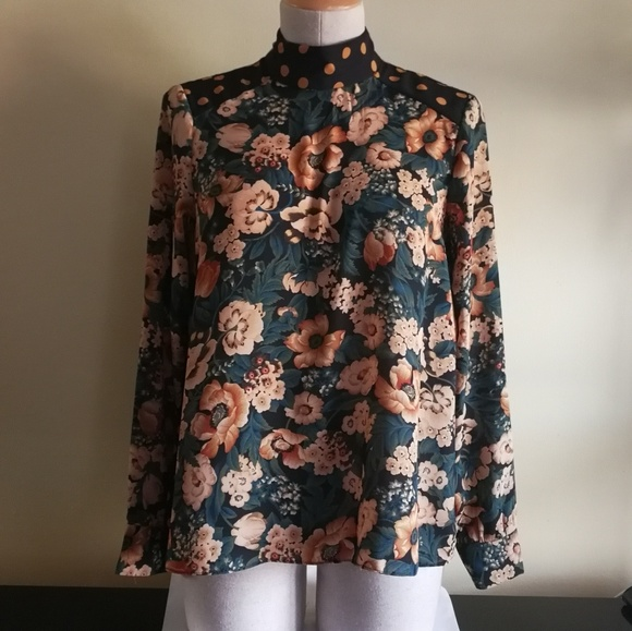 653fcf3f *Zara* Flower print long sleeves top w/ mock neck.  M_5a761acb9cc7efffcf58713a
